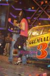 Ajay Devgan, Kareena Kapoor promote Golmaal 3 on the sets of ZEE_s Saregama in Malad on 5th Oct 2010 (6)