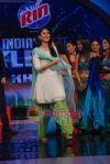 Kareena Kapoor Promote We Are Family movie on the sets of India_s Got Talent in Filmcity on 23rd Aug 2010 (21)