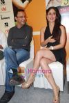 Kareena Kapoor, Vidhu Vinod Chopra at the 3 Idiots script book launch in Phoenix Mill on 7th June 2010 (2)